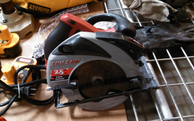 contents cleaning electric saw after